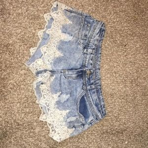 Almost famous shorts with lace